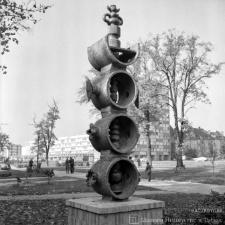 Rzeźba przy alei Niepodległości